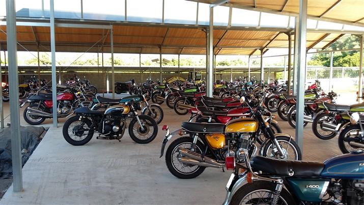 Moto Kawasaki Z 1000 anni 70 storiche Z 900 testa Nera 1973