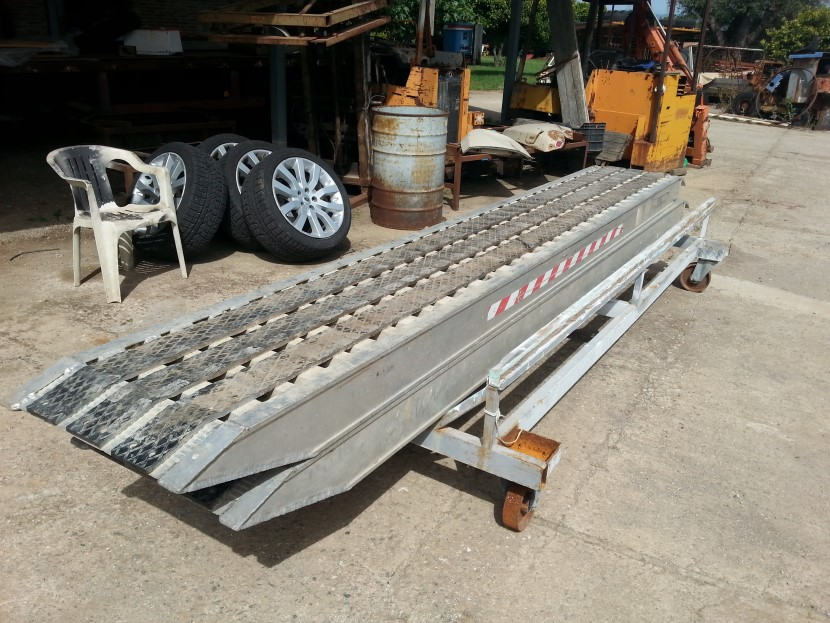 Rampe in allumino Metalmec lunghezza 4000 mm,larghezza 550 mm ,portata da 5700 Kg a 7150 Kg.